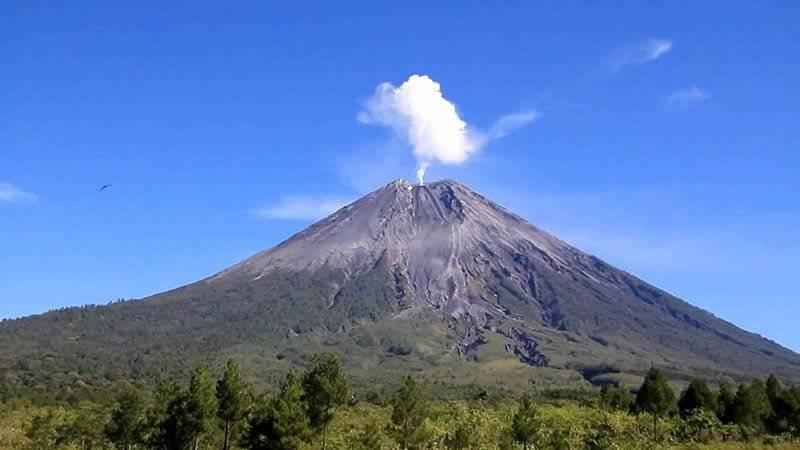 Gunung Semeru Gunung Tertinggi di Indonesia