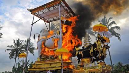 Tradisi Ngaben Bali